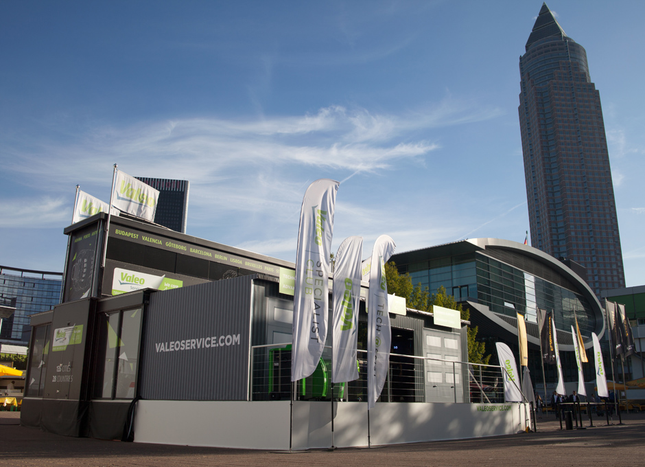 Valeo On Tour, a showroom and training space on wheels!